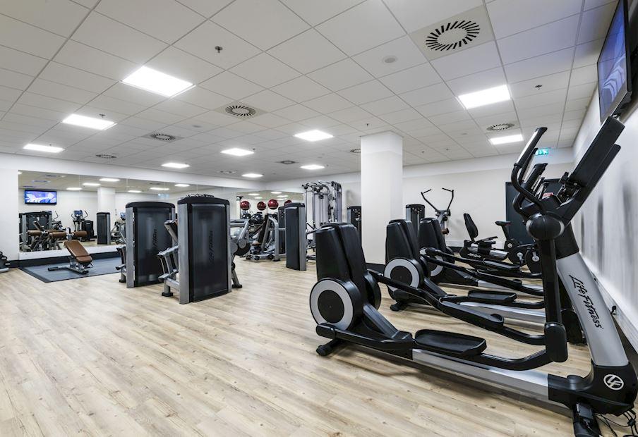 Fitness centrum je k dispozici 24 hodin denně
